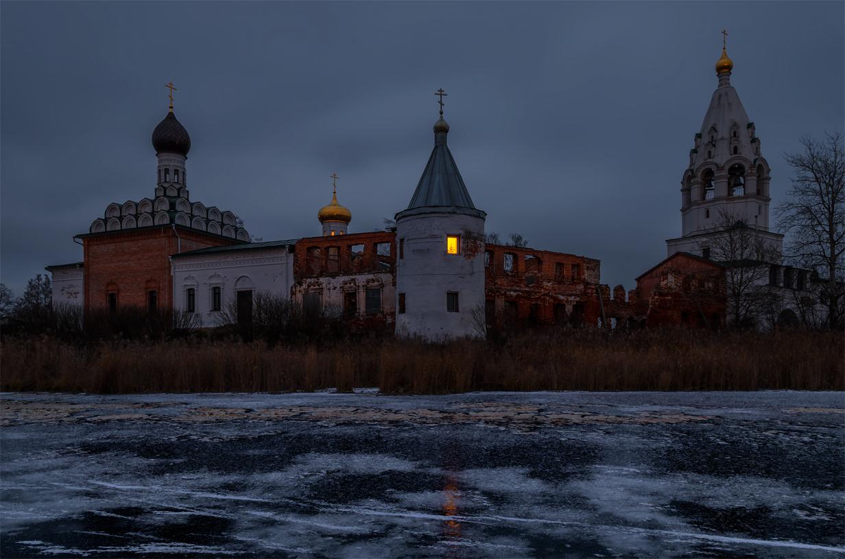 Нижегородская область. г.Ворсма. Свято-Троицкий Островоезерский монастырь.