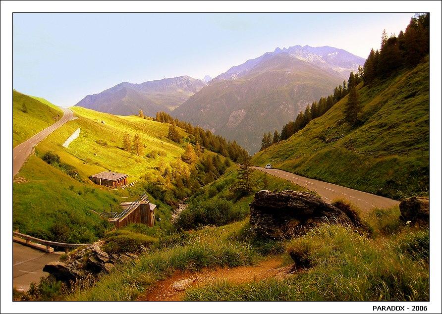 """Почетно в поисках экстримаСкользить  в подводной глубине ...Но до чего ж неповторимыДороги в горной вышине !------------------------------------------------Серия """"Покорение Гросглокнера - самой красивой высокогорной дороги мира"""". Австрийские Альпы. Высота 2100 м."""