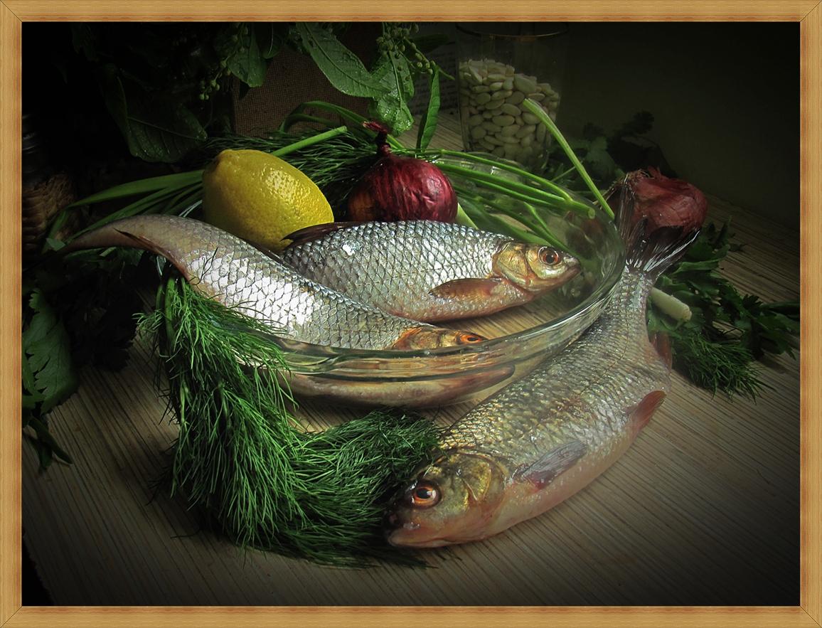 Ужин гурмана .Свежайшая  рыбка плотва и все.... другие овощи
