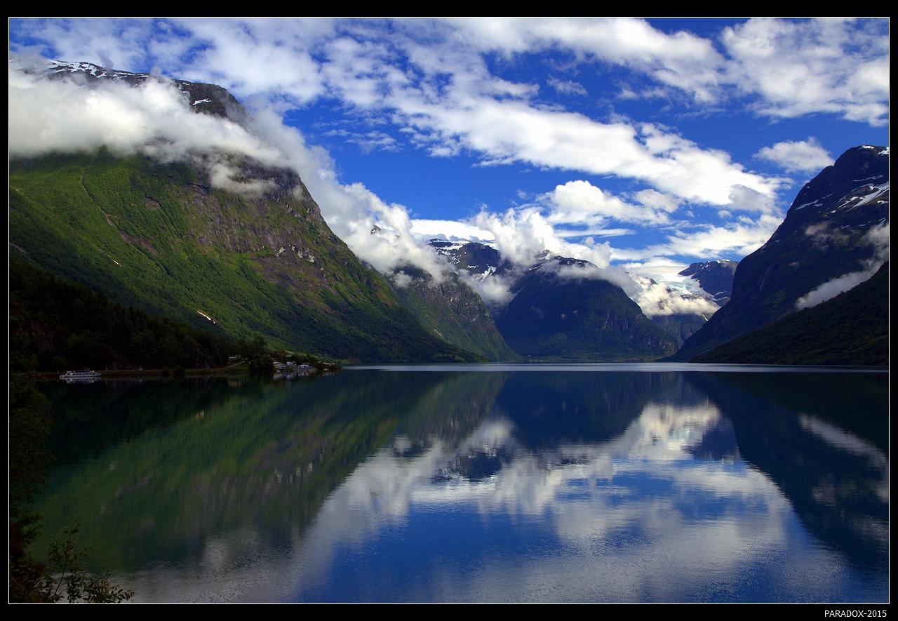 * * *Это один из самых северных и наиболее живописных фьордов Западной Норвегии, протянувшийся на 106 км от самого большого ледника континентальной Европы Йостедалсбреен.* * *Фьорд Nordfjorden, Sogn og Fjordane, авг. 2015