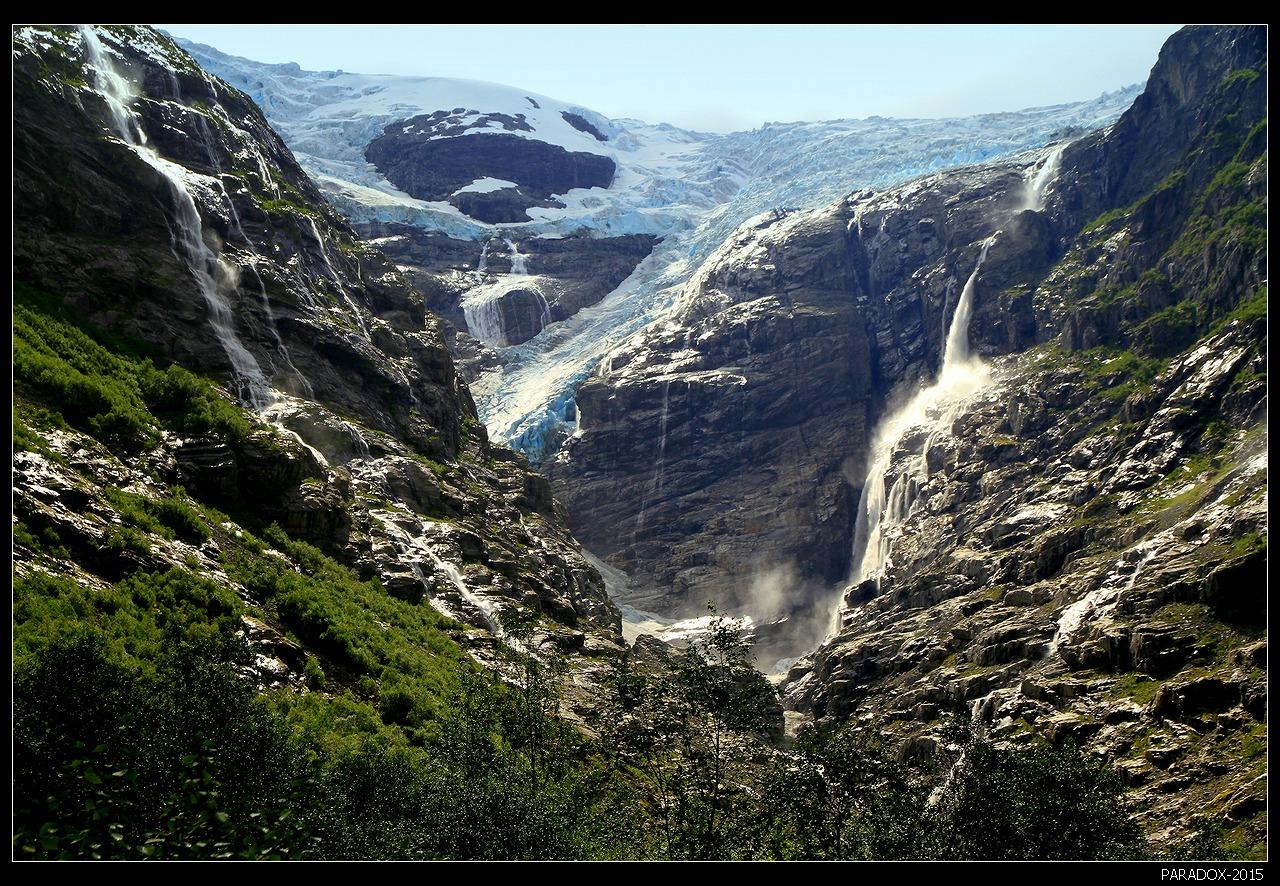 * * *Один из самых впечатляющих ледников Норвегии, сочетающий блеск голубых льдов с шумом горных рек и водопадов. Рукав ледника Юстедальсбреен - самого большого в континентальной Европе.* * *Ледник Kjenndalen, долина Лодал, Западная Норвегия