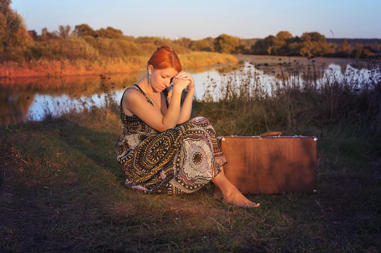 """""""Когда сорвется солнце с высоты;Когда обманут песни и мечты;Когда с ума сойдёшь от пустоты,Приду... А ты? """""""
