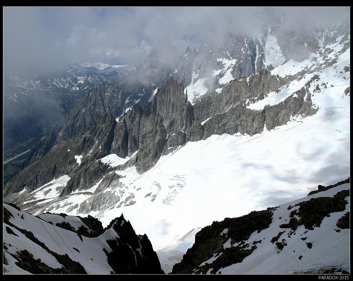 * * *Я мечтал покорить сотню горных вершин,Шаг за шагом, вперед, за аршином аршин.У меня был написан детальнейший план:Кордильеры, Карпаты, Эльбрус и Монблан ...Владимир Высоцкий* * *Взгляд на Монблан с высоты 3462 м - с вершины горы Хельброннер, Франция