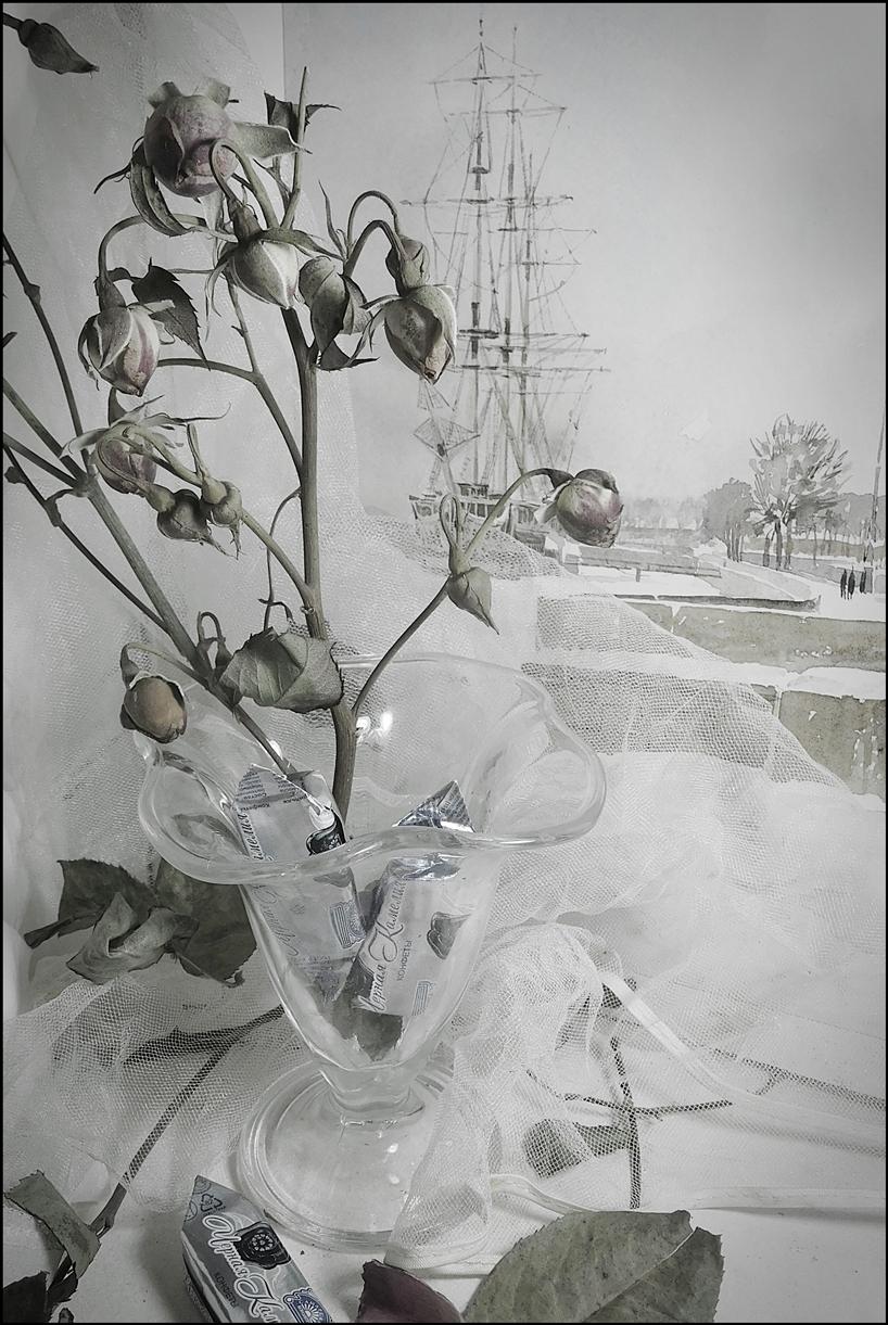 Зима вошла акварель парусник  бутоны розы конфетки.но зябко