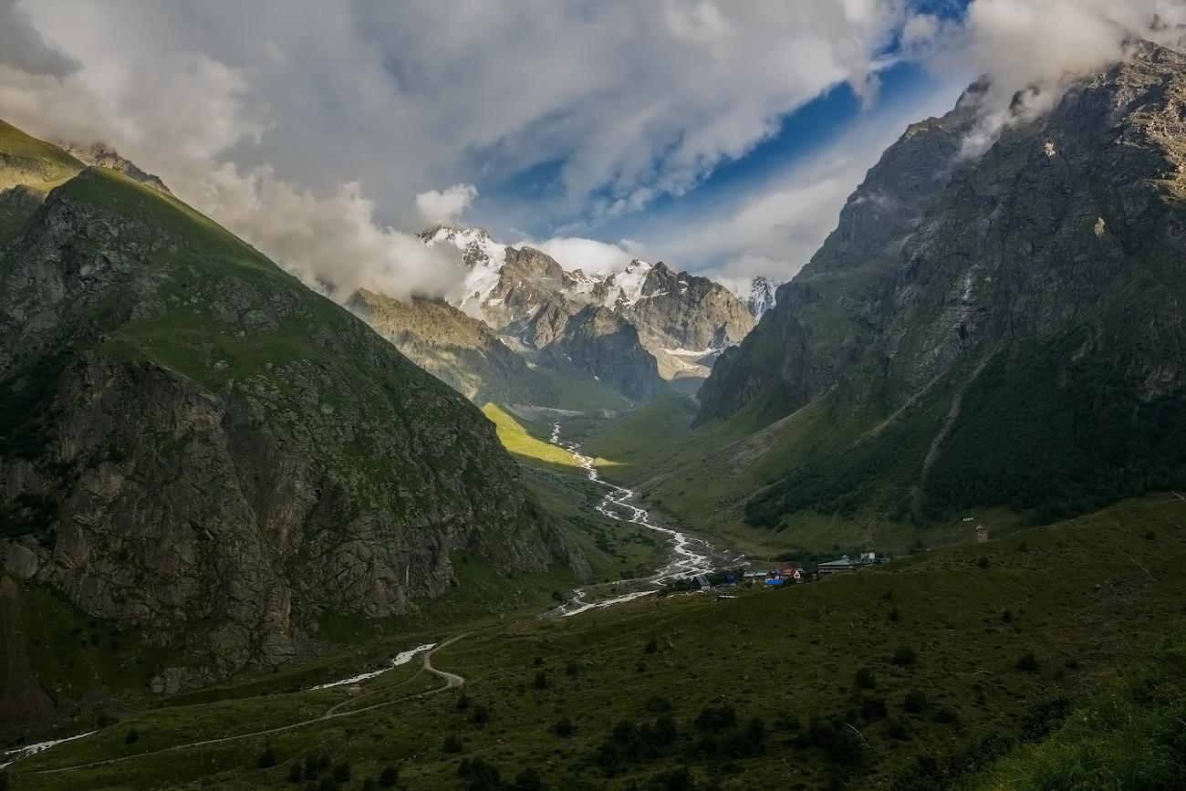 ущелье Хуламо-Безенгийское, база Безенги (2350м), река Мижирги, Балкария...