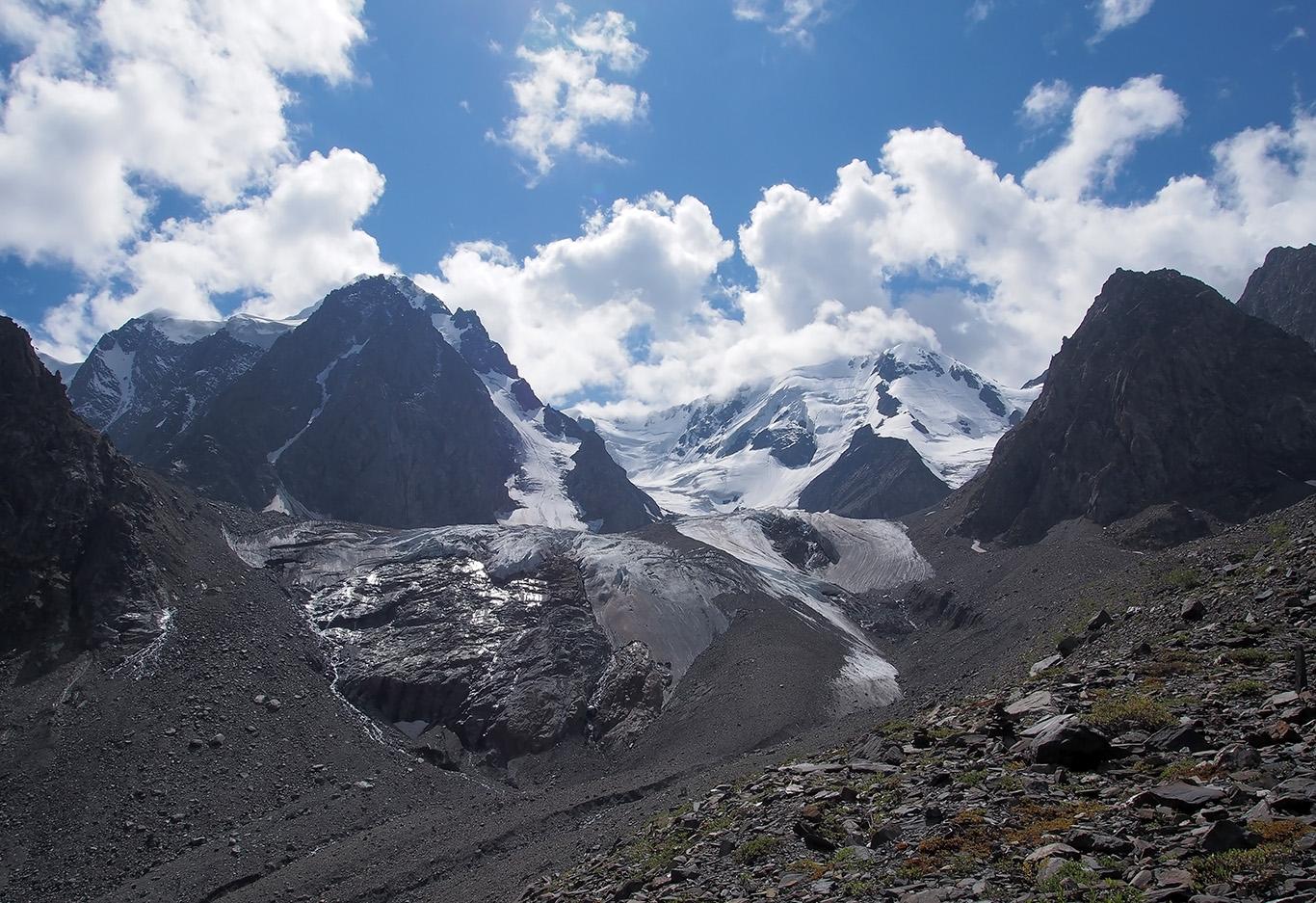 Я сердце оставил в этих горахТеперь бессердечный хожу по равнинам...Извините, народ, не только Фанские горы есть на свете, но Визбор все правильно сказал!Алтай. Поход на Шавлинские озера ледник горы h=2453 м