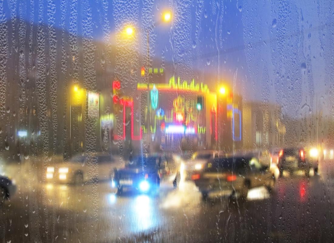 А дождь              смывает все следы И грязь, и пыль                с судьбы смывает,Вновь смыслом            жизнь он наполняет,Так, дождь             смывает все следы.(Т.Шевбакова)
