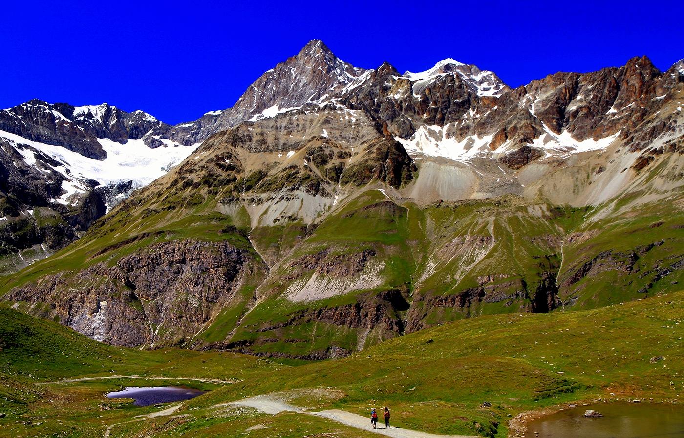 * * *Даже созерцание великой красоты гор только тогда может быть полным, когда рядом с тобой друг.Яков Аркин, многократный победитель чемпионатов СССР по альпинизму* * *Старт маршрута Matterhorn Glacier Trail, кантон Вале, Швейцария