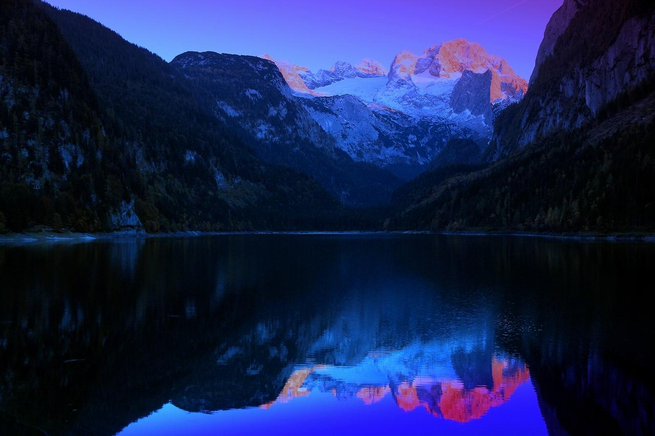 """* * *""""Озеро и горы стали моим пейзажем, моим настоящим миром.""""Жорж Сименон* * * Ледниковое озеро Гозау и горный массив Дахштайн, Верхняя Австрия."""