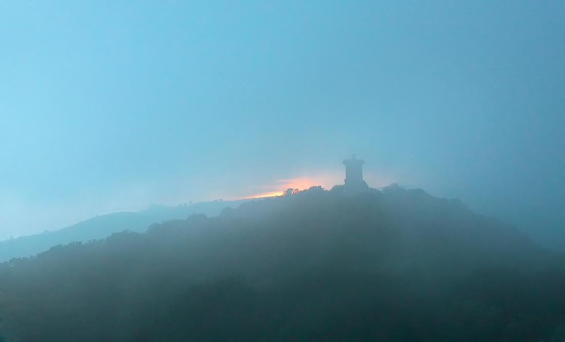 Вид на смотровую башню горы Ахун. Сочи 01.07.2016.