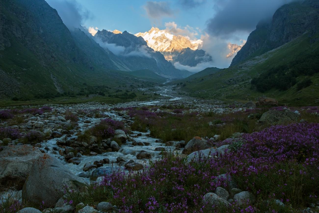 Безенги, долина реки Мижирги, Балкария...