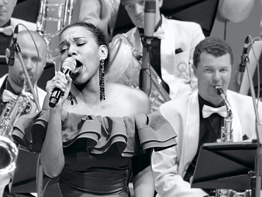 желающим.. запись концерта можно посмотреть тут:  http://www.meloman.ru/concert/kino-i-dzhaz/  .