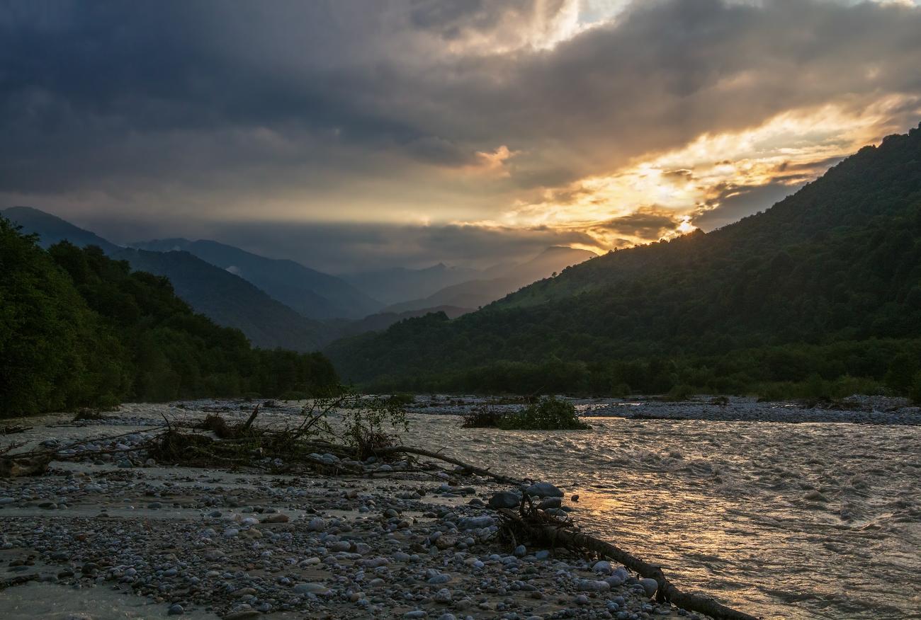 Хуламо-Безенгийское ущелье, река Черек, Балкария...