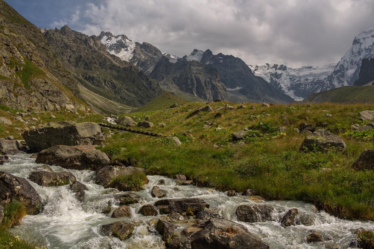 Безенги, долина реки Мижирги, Балкария, Кавказ...