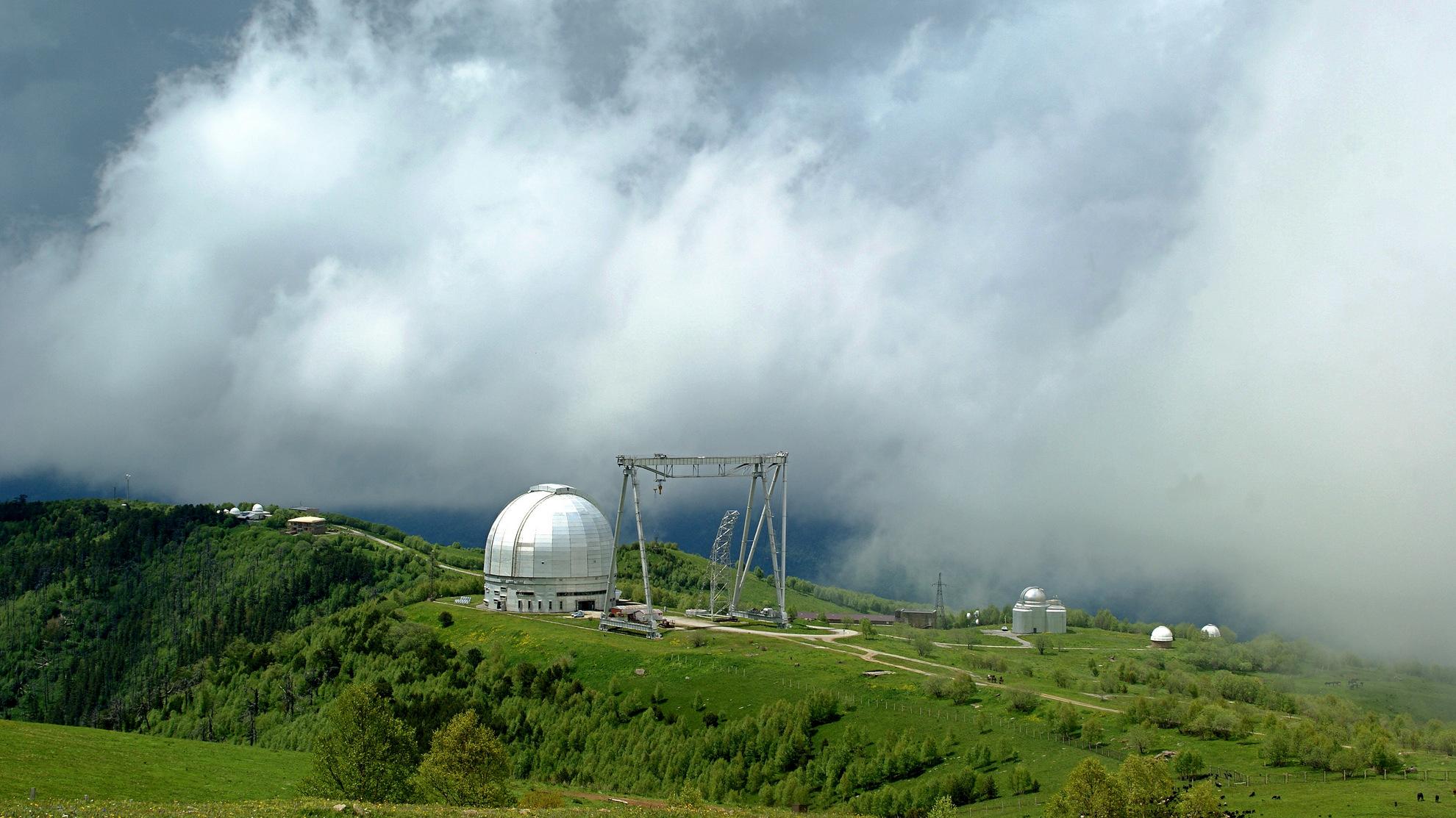 Астрономическая обсерватория.Карачаево-Черкессия.Нижний Архыз.Находится на горе Пастухова на высоте 2050м