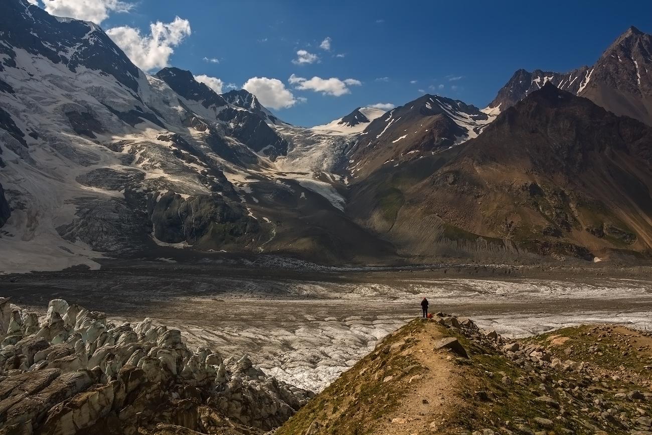 Безенгийский ледник, слева вершина Гестола (4860м), Балкария...