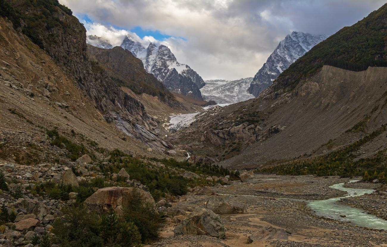 Северная Осетия, ущелье Дзинага, ледник Караугом...