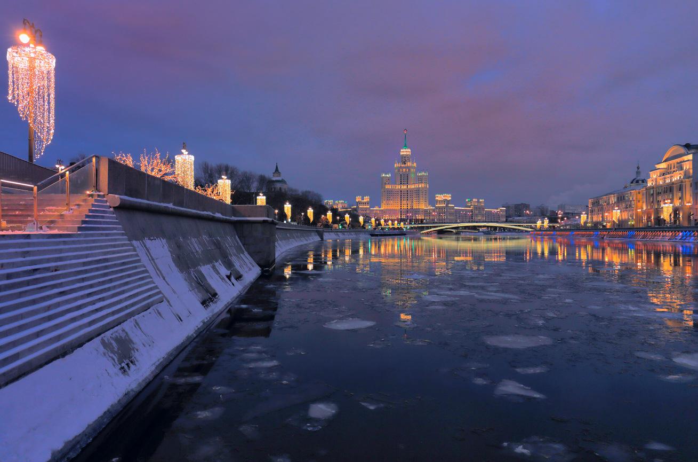 Москва, высотка, зима, река, набережная