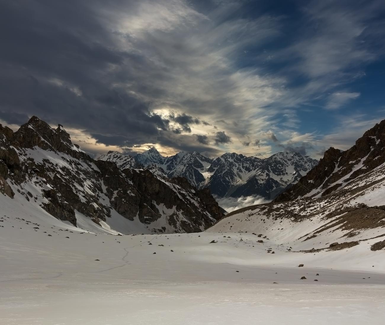Безенги, перевал Укю (3850м), вид на ущелье Думала, Кавказские горы...
