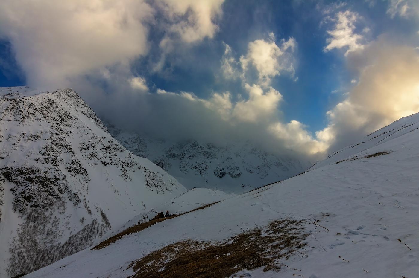 склоны горы Чегет, вершина Донгузорун (4454м), Приэльбрусье...