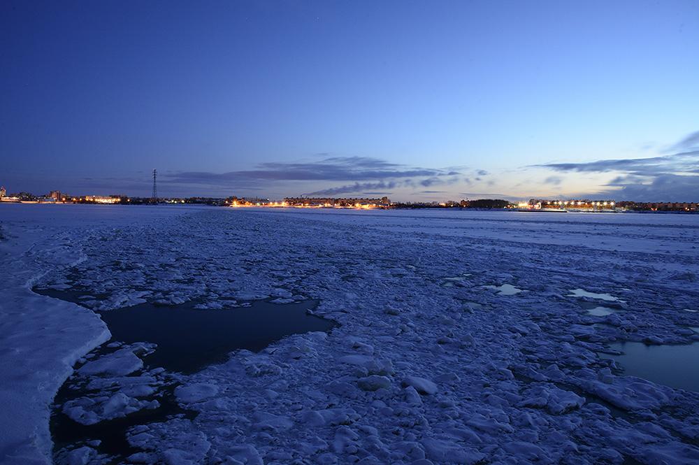 Северная Двина. Утро. Начинает светать.
