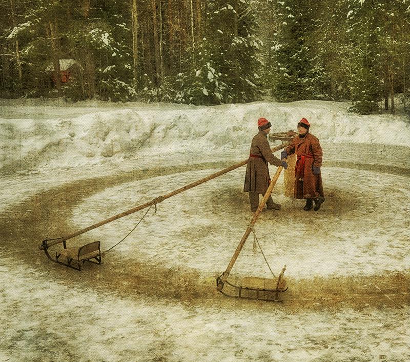 Аттракцион в музее деревянного зодчества - Малые Карелы.
