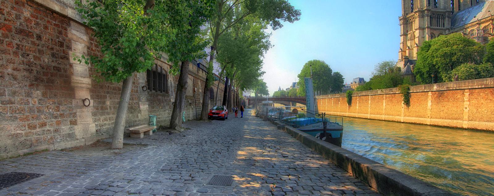 Набережная Сены в районе Нотр-Дам-де-Пари