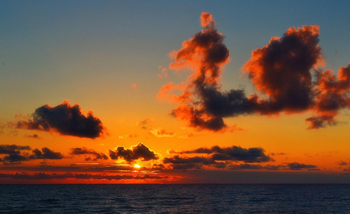 Балтийское море,закат,небо,облака