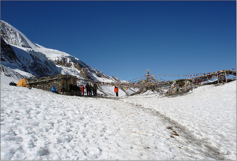 Гималаи, последняя хижина  на пути к пятитысячникам.