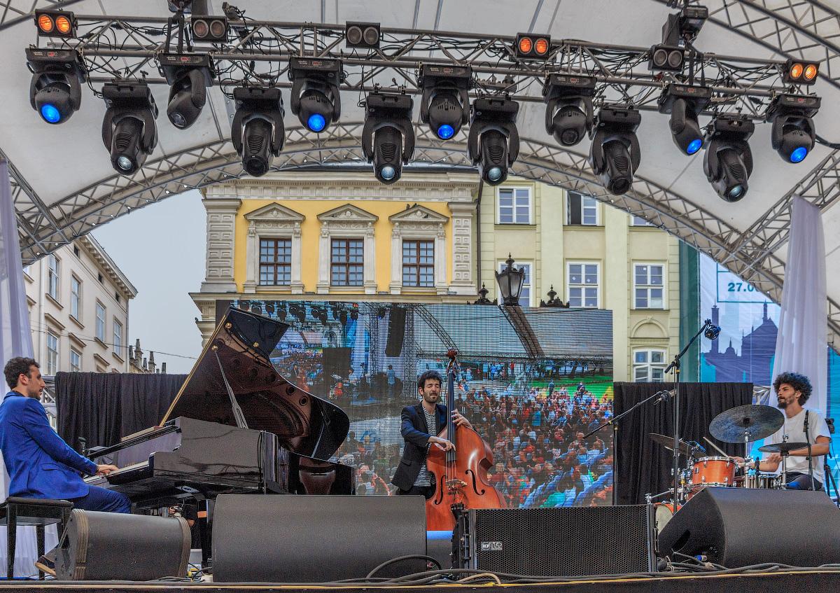 джазовая группа Shalosh Trio (Израиль)