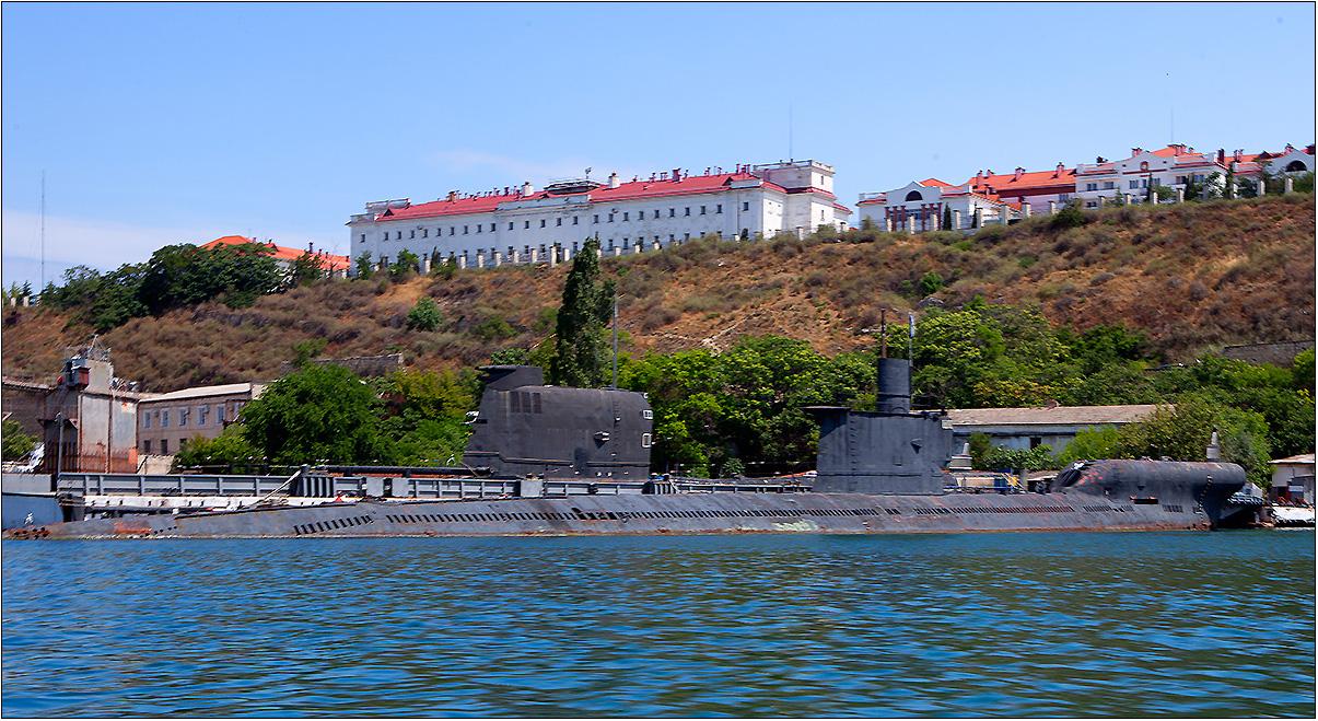 Подводная лодка ВМФ Украины в Севастополе.