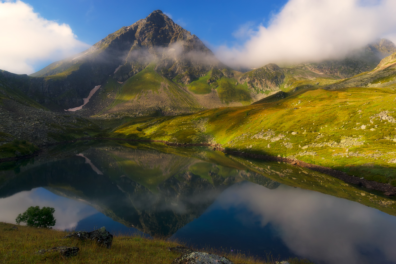 Россия , Карачаево-Черкесия , Архыз .Аркасарские озера расположены в верховьях Малой Дукки, на северо-восточных склонах Аркасарского хребта.
