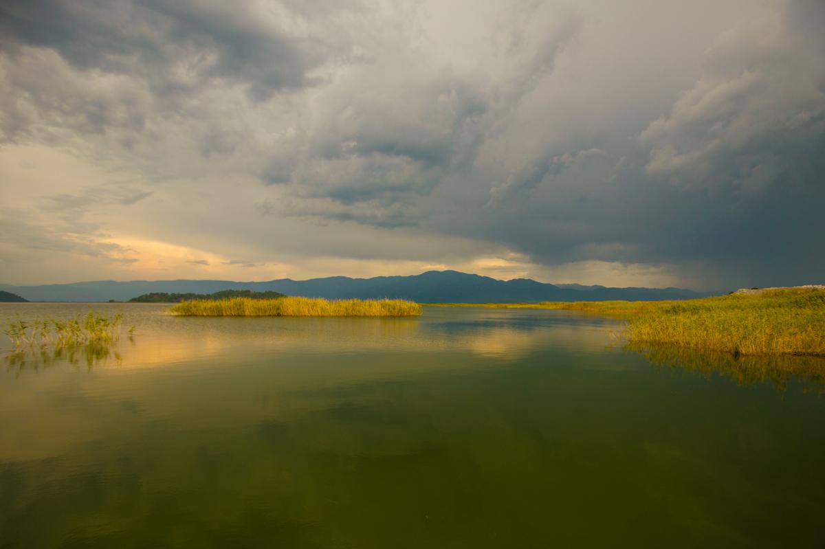 Турция. Озеро связано со Средиземным морем узким каналом под названием «Дальян»