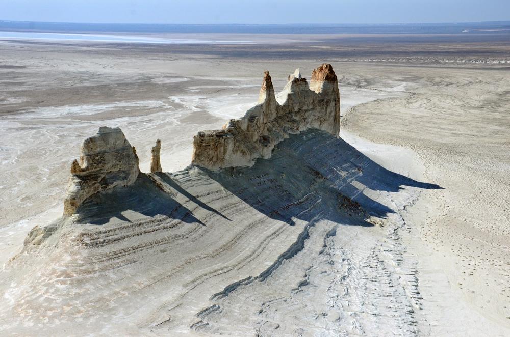 Пустыня, которая весной чуть-чуть напоминает степь
