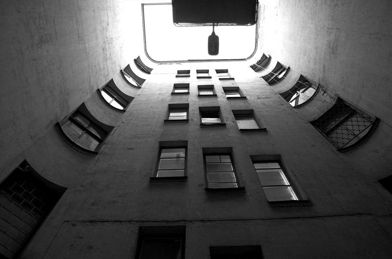 """Жизнью в окнах живут дома, в каждом окне есть своя судьбаЖаль нет счастья попасть туда -навсегда, навсегда в эти                                      окна..гр. """"ДЕРЕВО ЖИЗНИ"""""""