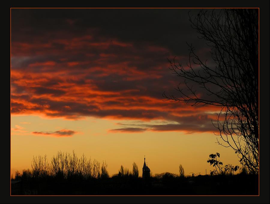 Одесса...снято возле дома...Первый раз в жизни я видела живьем такое невероятное небо!!!