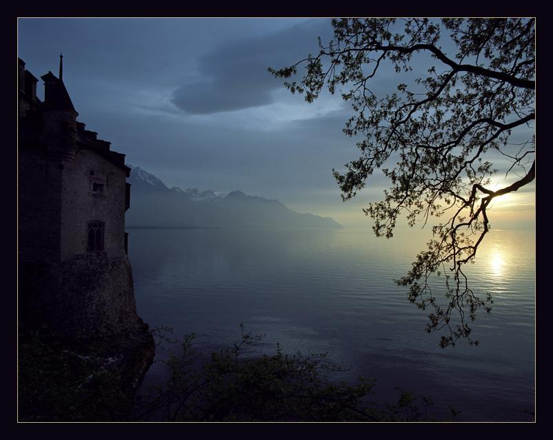 Закат на Женевском озере, рядом с замком Chateau de Chillon.