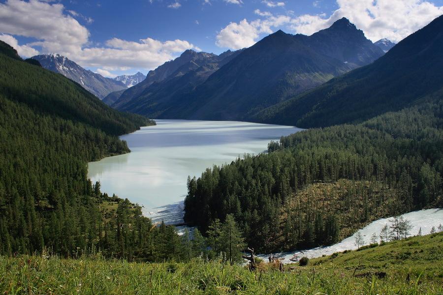 Алтай, озеро Кучерлинское.Вот таким я увидел это озеро впервые. За несколько дней, что мы были там оно много раз менялось. Постараюсь показать эти перемены