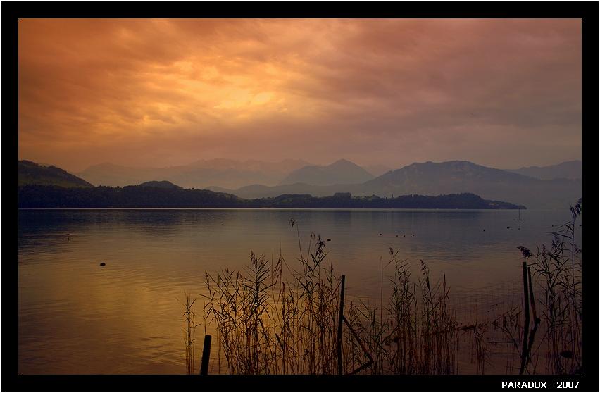 """Люцернское озеро, городок Мерлишахен.Canon EOS 350D. Из серии  """"Конец лета в Швейцарии"""" .*  *  *Не на все у меня ответы,Иногда я теряю нить.Чтобы встретить в горах рассветы -Ради этого стоит жить.*  *  *"""