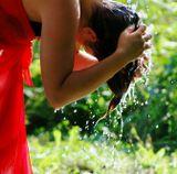 Давайте же мыться, плескаться, Купаться, нырять, кувыркаться В ушате, в корыте, в лохани, В реке, в ручейке, в океане, - И в ванне, и в бане, Всегда и везде - Вечная слава воде! (с)