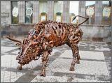 Ереван, техноскульптура собрана из металлических деталей, выпущенных для различных изделий