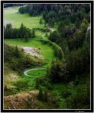 Вид с перевала Чике-Таман. Дорога вьется серпантином. Горный Алтай.