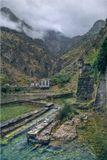 """Черногория, г. Котор, июль 2002 г.Считается, что название Котор происходит от древнегреческого """"катарео"""" - богатый источниками, ибо пресные воды, приходящие с материка, с двух сторон обтекая его стены и смешиваясь, впадают в соленые, захлестывающие его с лица, и лоно города иногда всасывает немного моря. Которские воды постоянно преображаются, забавляясь своими играми: то подземное - надземное, то пресное - соленое.(С) Ясмина Михайлович"""