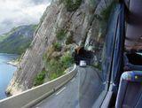 Сильно к качеству не придирайтесь, снято из окна автобуса... ;)  Дороги в Норвегии проходят возле фьордов среди гор, часто ныряют в тоннели !!!   Причем тоннели не прямые, а с поворотами, подъемами и спусками...  О тоннелях длиной 5 -10 км, вообще разговора нет - там они на каждом шагу!!! Вот о тоннеле длиной в 25 км , нам рассказывали... ;)  Кстати, во всех тоннелях, прекрасно работают мобильники! :-)) А тоннели - узковаты, как и дороги...