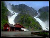 Водопад ЛотефоссВозьми меня с собой на водопадГде утихают разногласия и спорыВозьми меня с собой на водопадГде в поднебесной выси тают горы       Валентин