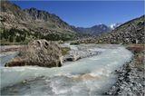 Алтай.Река, вытекающая из ледника и впадающая в озеро Дарашколь