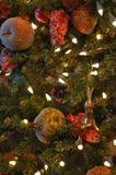 Дорогие друзья, в последний час уходящего 2007 года желаю вам новых открытий и новых свершений, новых находок и впечатлений, новых удач и новых предвкушений в наступающем Новом году! :)(поздравление от Котов, деликатно надевших маску Зайца в новом году Мыши:))