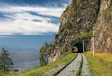 Старая Кругобайкальская железная дорога. Построена 100 лет назад. Байкал
