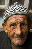 Он каждый день сидит на одном месте с утра. Смотрит на людей и на продавца хлеба. Старый житель Иерусалима - наблюдатель жизни проносящейся мимо.