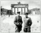 С наступающим Великим Праздником Победы!На снимке мой отец - военврач и брат моей мамы - танкист, прошедшие все войну, начиная с 22 июня 1941 г. Светлая им память....